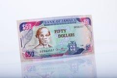 Una banconota giamaicana di cinquanta dollari, riflessione Fotografia Stock