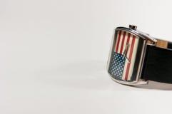 Una bandiera dell'America dell'orologio in orologio del fondo Fotografia Stock