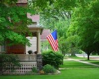 Una bandiera su un portico Fotografia Stock Libera da Diritti