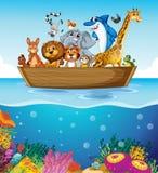 Una barca al mare con gli animali Immagini Stock