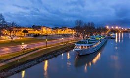 Una barca all'ormeggio di Avignone - Francia Fotografia Stock