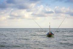 Una barca dei pescatori locali fotografia stock libera da diritti