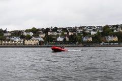 Una barca di Cork Harbour Boat Hire, una società per la locazione delle barche a grande pubblico tutte dell'azionamento di auto n immagini stock