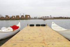 Una barca di due bianchi fotografie stock