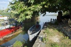 Una barca nello stagno di mattina Fotografia Stock