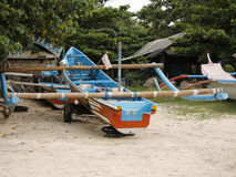 Una barca parcheggiata del trimarano Immagine Stock