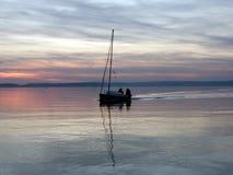 Una barca sul lago Fotografia Stock Libera da Diritti
