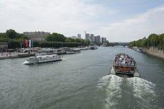 Una barca sulla Senna a Parigi Fotografie Stock Libere da Diritti