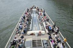 Una barca sulla Senna a Parigi Immagine Stock