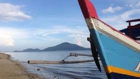 Una barca sulla spiaggia Immagini Stock
