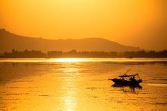 Una barca turistica a Srinagar Fotografia Stock