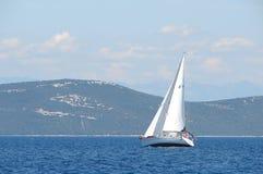 Una barca a vela Fotografie Stock Libere da Diritti