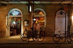 Una barra en la calle de Borbón fotos de archivo libres de regalías
