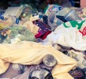 Una basura plástica foto de archivo libre de regalías