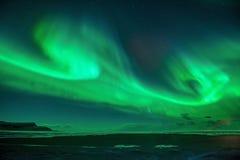 Una bella aurora verde fotografie stock libere da diritti