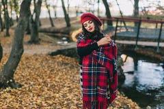 Una bella donna in autunno Immagine Stock Libera da Diritti