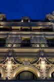Una bella facciata della costruzione entro la notte Immagine Stock Libera da Diritti