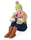 Una bella ragazza sta sedendosi su un pavimento Immagine Stock