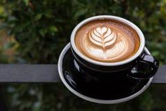 Una bella tazza del caffè di arte del Latte fotografie stock libere da diritti