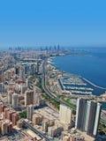 Una bella vista aerea della costa della spiaggia della città Kuwait di Salmiya fotografia stock
