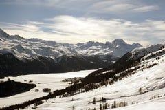 Una bella vista del paesaggio e delle montagne innevati nello swizterland delle alpi Immagini Stock