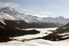 Una bella vista del paesaggio e delle montagne innevati nello swizterland delle alpi Fotografie Stock Libere da Diritti