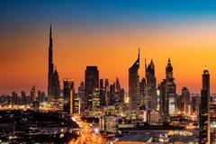 Una bella vista dell'orizzonte del Dubai, UAE come visto dalla pagina del Dubai al tramonto Immagine Stock