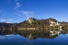 Una bella vista della città di Blejski con la natura intorno  immagini stock