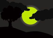 Una bella vista della luna piena alla notte Immagine Stock
