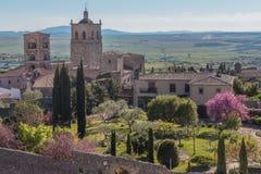Una bella vista di una villa dalle altezze di Trujillo in Spagna Immagine Stock