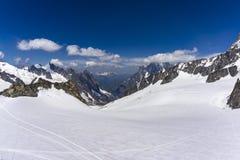 Una bella vista maestosa dei picchi delle alpi Mont Blanc m. Immagine Stock Libera da Diritti
