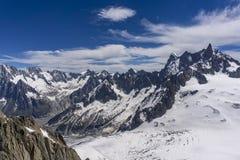 Una bella vista maestosa dei picchi delle alpi Mont Blanc m. Fotografia Stock