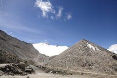 Una belle montagna e neve alla La di Chang (passaggio) Immagine Stock Libera da Diritti