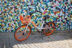 Una bici de la ciudad en Düsseldorf Fotografía de archivo