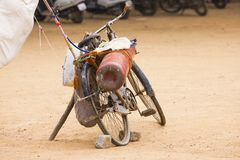 Una bicicleta de un vendedor del globo Imagen de archivo