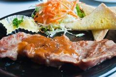 Una bistecca di lombata superiore cotta di porco. Fotografia Stock Libera da Diritti