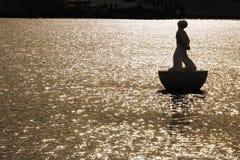 Una boa di galleggiamento nel porto di Barcellona fotografia stock