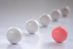 Una bola roja imagen de archivo