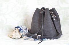 Una borsa nera con la cintura nera Immagine Stock Libera da Diritti