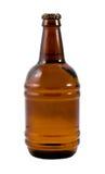 Una botella de cerveza en el contexto blanco Fotografía de archivo