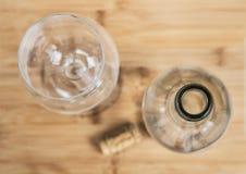 Una botella de vino y un corcho Imágenes de archivo libres de regalías