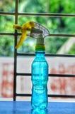 Una bottiglia con il rinfresco fotografia stock