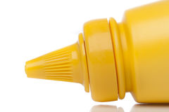 Una bottiglia gialla della senape Fotografie Stock Libere da Diritti