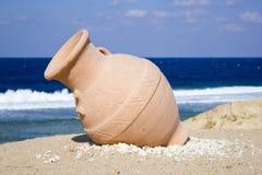 Una brocca sulla spiaggia Fotografia Stock Libera da Diritti