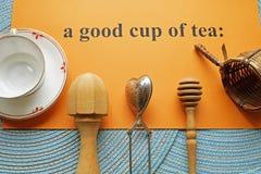 Una buena taza de utensilios del té imágenes de archivo libres de regalías