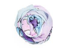 Una bufanda de seda de la lila asociada subió Imagen de archivo libre de regalías