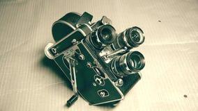 Una cámara de película vieja preservada con tres lentes almacen de metraje de vídeo