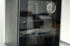Una cámara del dslr en drybox Imagen de archivo libre de regalías