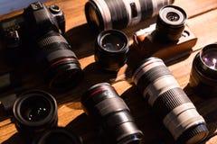 Una cámara del vintage con el casquillo retro del renacimiento y de lente Imagenes de archivo