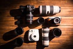 Una cámara del vintage con el casquillo retro del renacimiento y de lente Foto de archivo libre de regalías